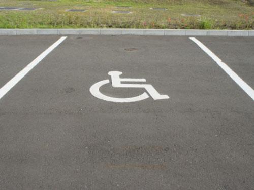 身障者用駐車スペース写真
