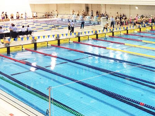競泳用プール写真(スポーツ施設の例)
